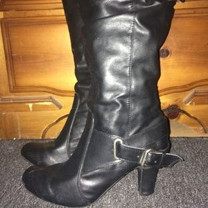 "*BLACK FAUX LEATHER SCRUNCHED BOOTS,BUCKLES,3""HEEL"
